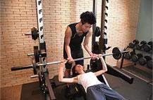 コンディショニングトレーナーである宇野健太郎の写真